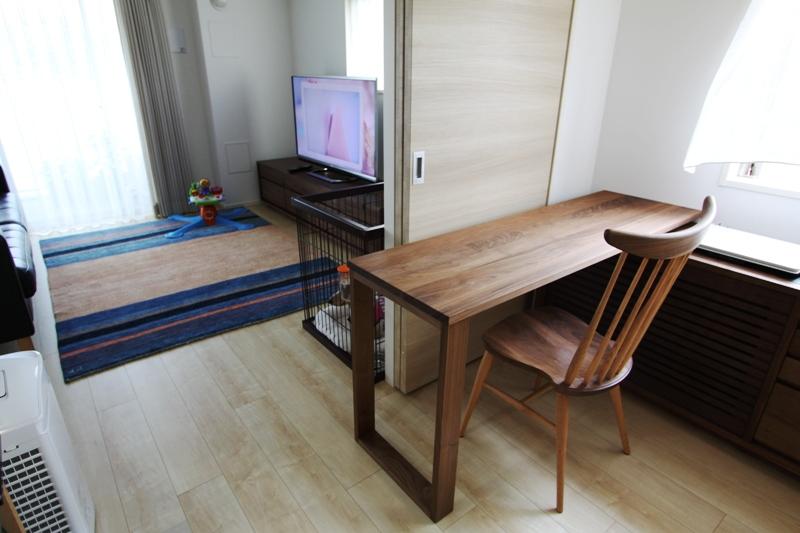 無垢家具とギャッベ